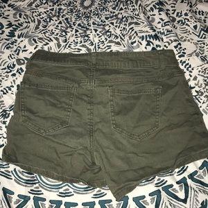 Vanilla Star Shorts - Green shorts